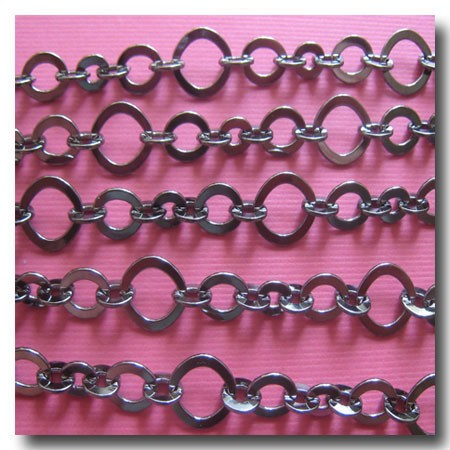 Gunmetal Three Ring Design Chain